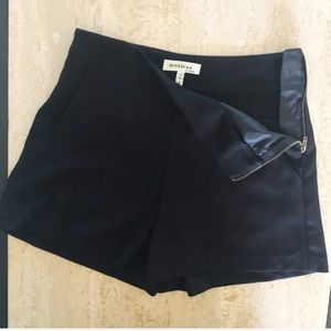 MONTEAU high-waisted shorts in black
